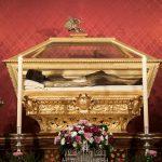 santo entierro urna